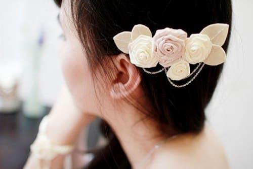 chọn hoa cài tóc cho cô dâu