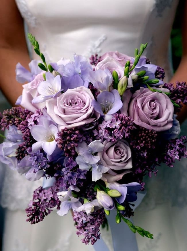 Hoa cưới cầm tay 2017 đẹp màu tím có nơ