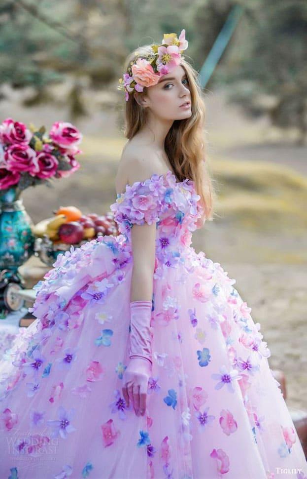 váy cưới màu tím đính hoa đẹp nổi bật