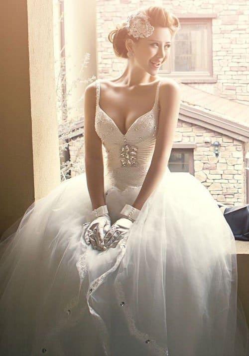 Váy cưới tăng điểm cộng cho màu da bánh mật