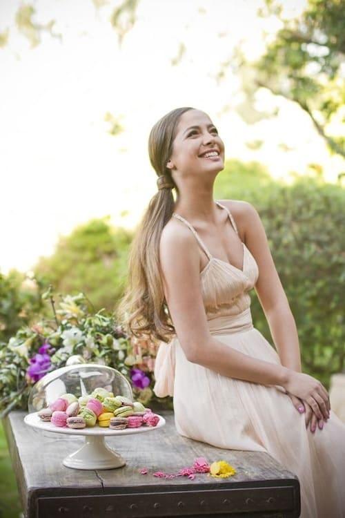 Kiểu tóc cô dâu đẹp cho ngày cưới buộc lệch