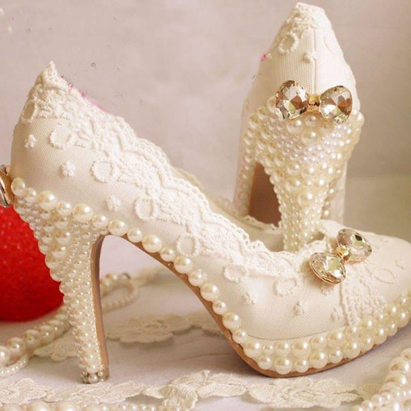 Mua đôi giày cưới thật lộng lẫy.