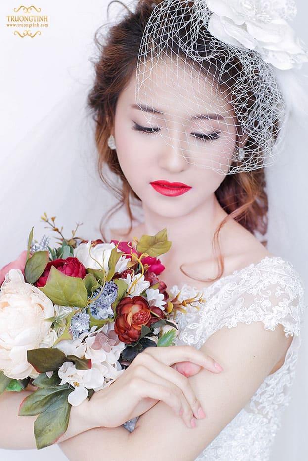 Đẹp quyến rũ với style môi đỏ cổ điển