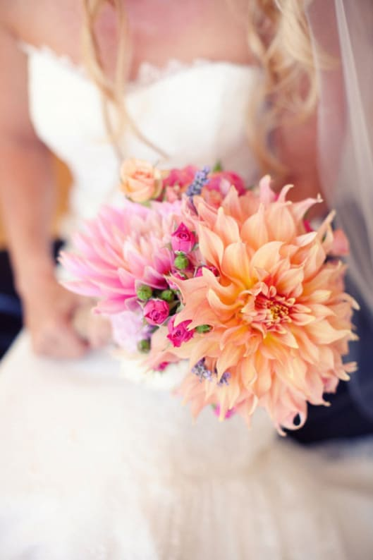 Hoa cưới cầm tay phù hợp áo cưới