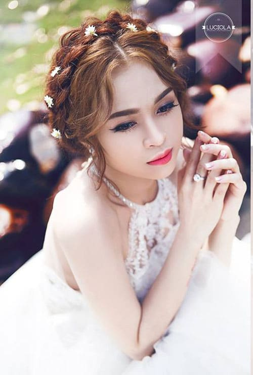tóc có độ phồng và hơi rối tự nhiên mang phong cách Á đông