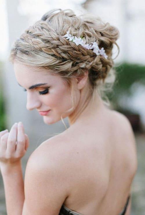 lọn tóc tết bím đôi làm nên sự độc đáo cho mái tóc cưới