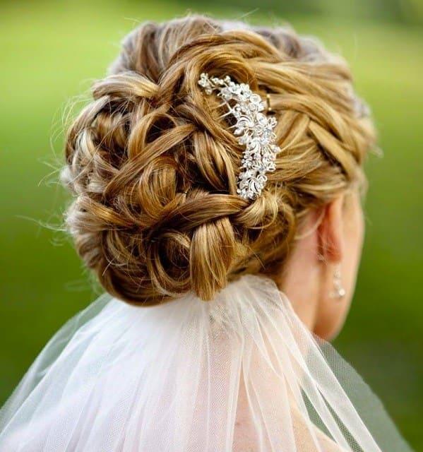 tóc cưới mới búi thấp kết hợp phụ kiện đẹp
