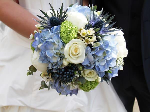 cách bó hoa cưới cẩm tú cầu ft