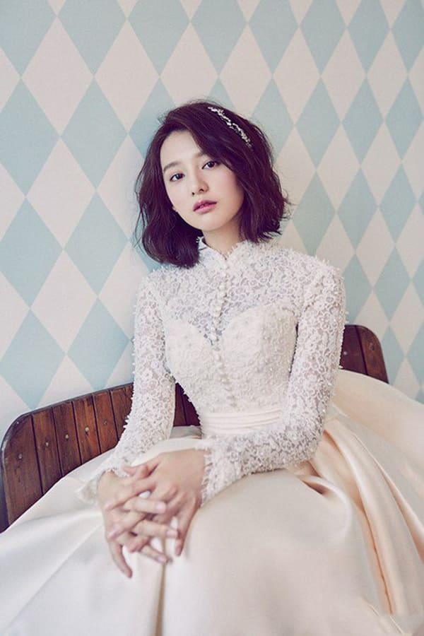 kiểu tóc cô dâu mặt tròn 13