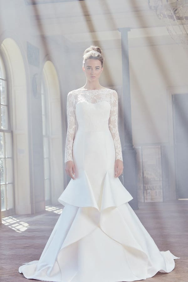 Váy cưới thanh lịch cho nàng dâu
