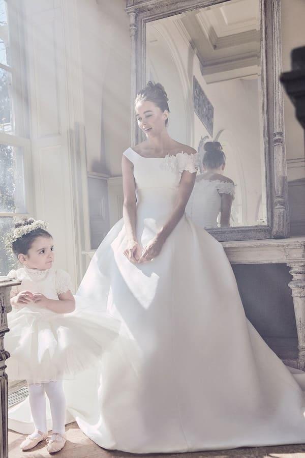 Váy cưới thanh lịch cho nàng dâu mới đến từ Sareh Nouri Bridal Spring