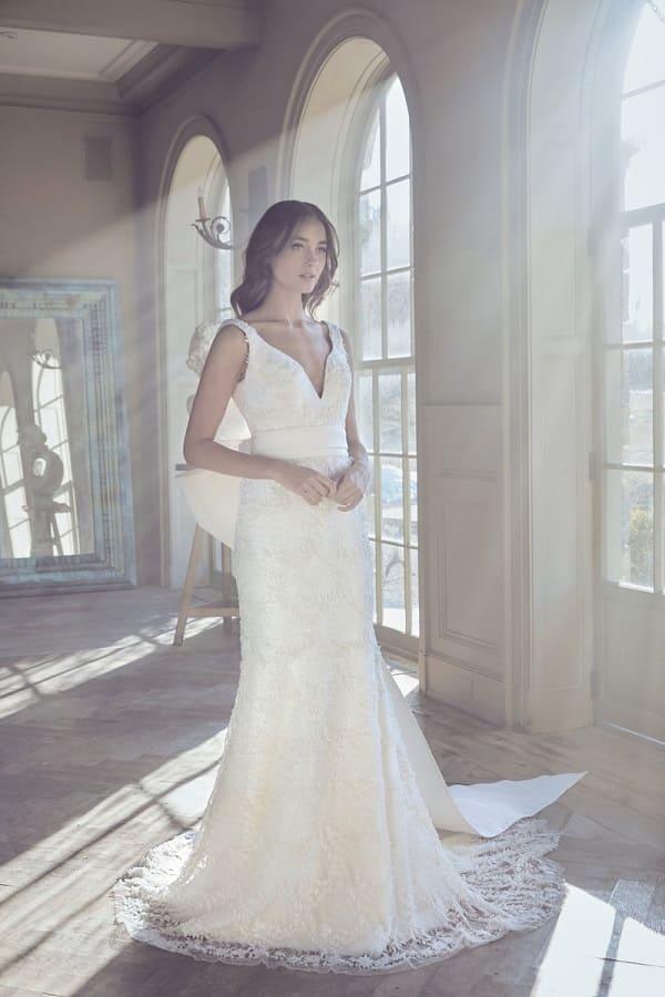 Váy cưới thanh lịch cho nàng dâu mới