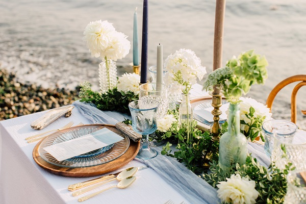trang trí bàn tiệc cưới ở biển 6