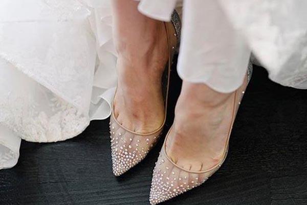 Chọn giày cưới phù hợp với địa điểm tổ chức tiệc cưới