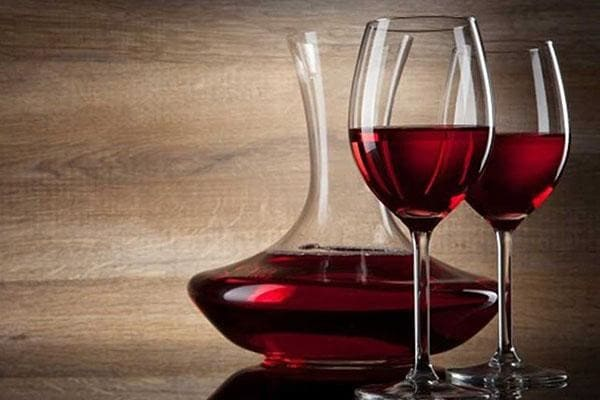 Rượu vang đỏ trong tiệc cưới