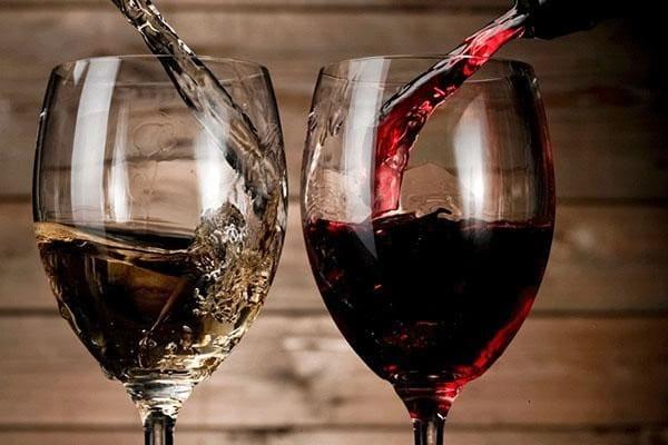 Ý nghĩa của việc rót rượu vang