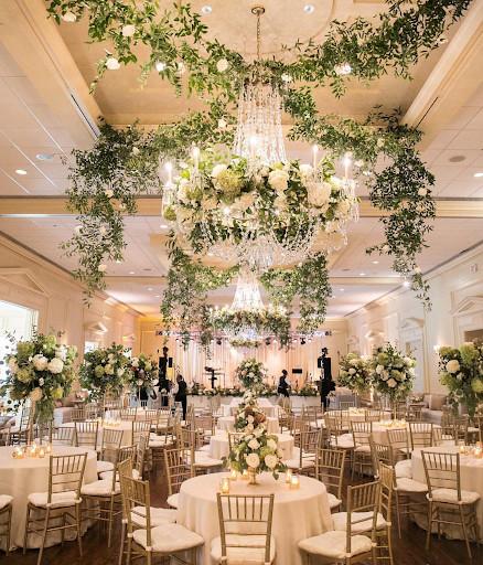 mang tiệc cưới ngoài trời vào trong nhà hàng tiệc cưới hcm