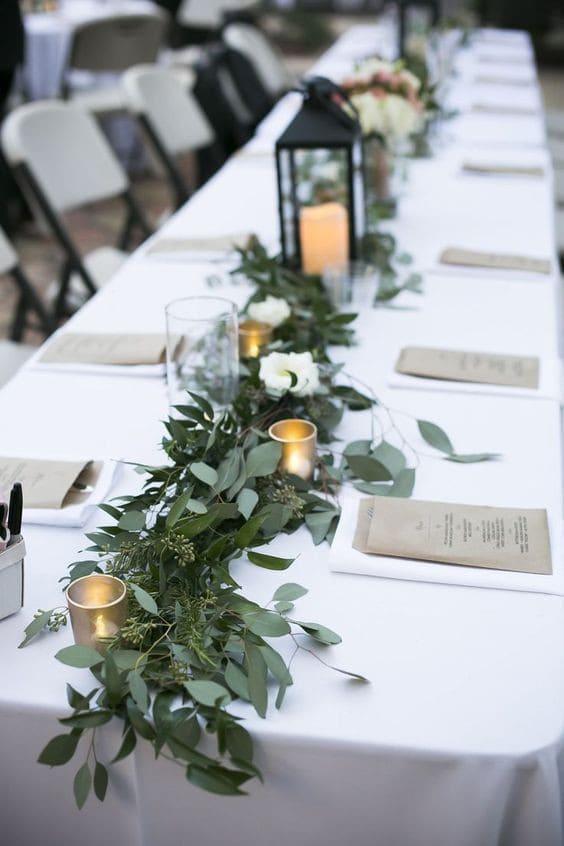 trang trí bàn tiệc cưới greenery theo phong cách tiệc cưới ngoài trời