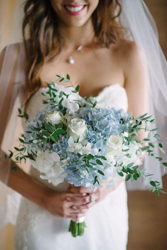 hoa cầm tay greeney phong cách tiệc cưới ngoài trời