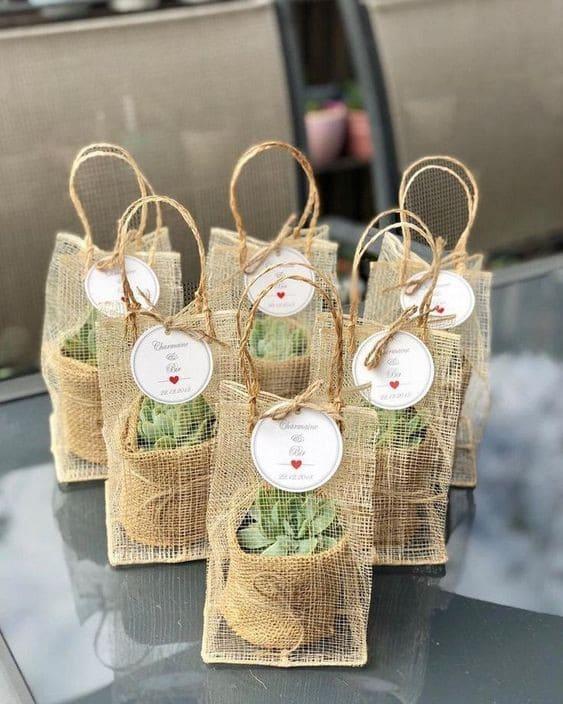 quà cưới greenery theo phong cách tiệc cưới ngoài trời