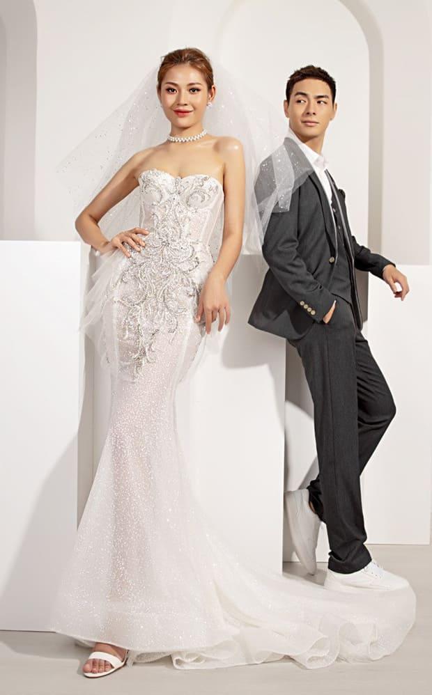 Tan chảy với bộ ảnh cưới lại từ đầu sau 2 năm về chung một nhà của Chúng Huyền Thanh và Jay Quân - Ảnh 2.