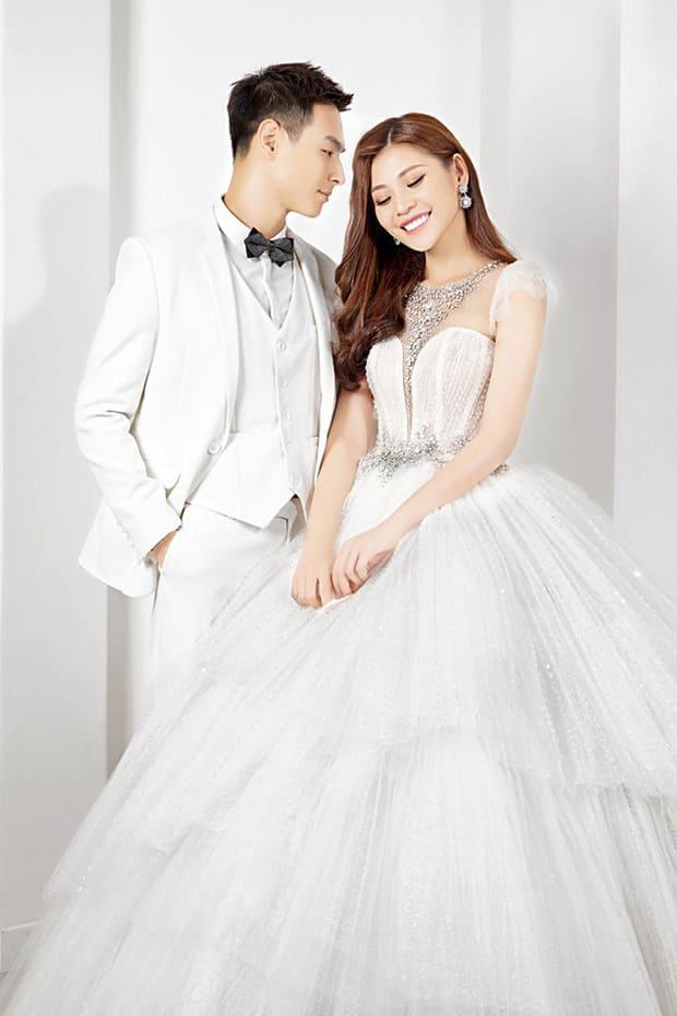 Tan chảy với bộ ảnh cưới lại từ đầu sau 2 năm về chung một nhà của Chúng Huyền Thanh và Jay Quân - Ảnh 11.