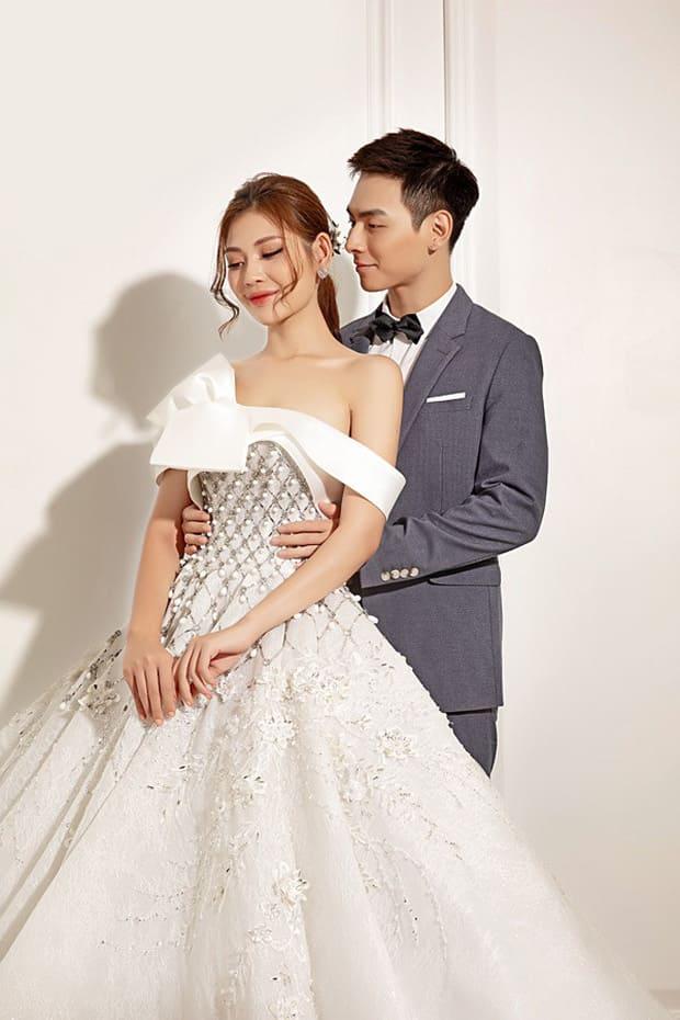 Tan chảy với bộ ảnh cưới lại từ đầu sau 2 năm về chung một nhà của Chúng Huyền Thanh và Jay Quân - Ảnh 3.