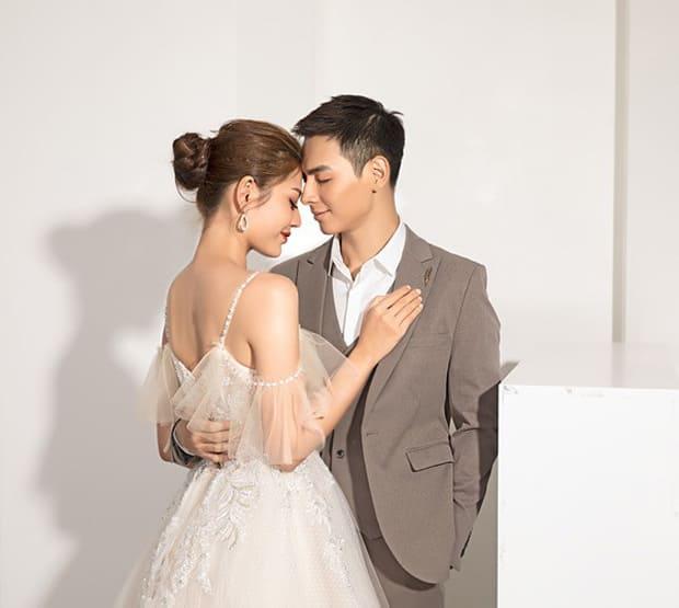 Tan chảy với bộ ảnh cưới lại từ đầu sau 2 năm về chung một nhà của Chúng Huyền Thanh và Jay Quân - Ảnh 1.