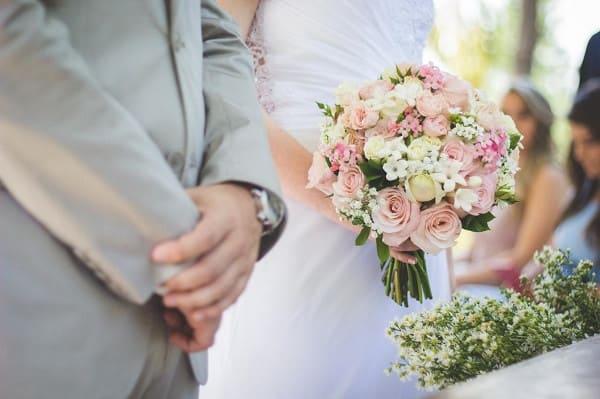 Ý nghĩa hoa hồng trong tiệc cưới