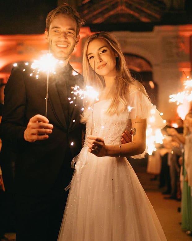 YouTuber nổi tiếng bậc nhất thế giới PewDiePie vừa chính thức kết hôn, mời xem chùm ảnh cưới của anh - Ảnh 11.