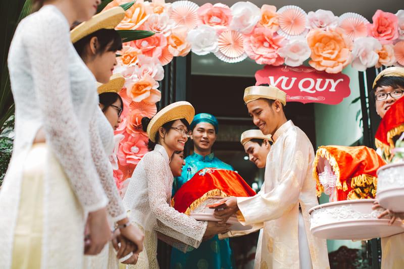 nghi lễ cưới truyền thống bê tráp ăn hỏi