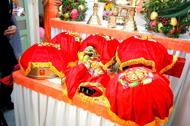 Lễ vật dẫn cưới cho ngày lễ ăn hỏi có ý nghĩa là thể hiện lòng biết ơn của nhà trai đối với công ơn dưỡng dục của cha mẹ cô gái