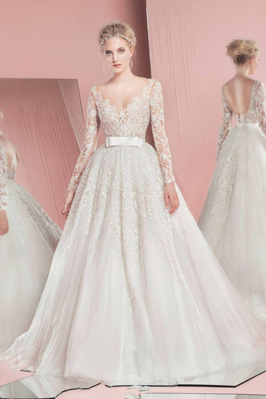 Chọn váy cưới cho cô dâu thấp gầy bằng những thiết kế chiết eo ở ngực Mate