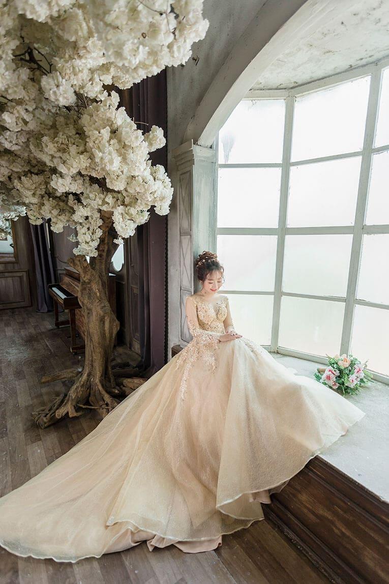 Khi đi chọn váy cưới nên đặt lịch hẹn trước với studio Mate