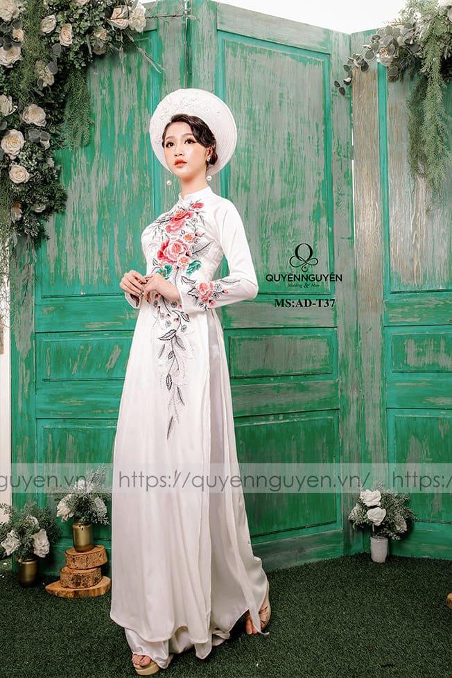 Áo dài cưới trắng đơn giản cổ điển Mate.vn