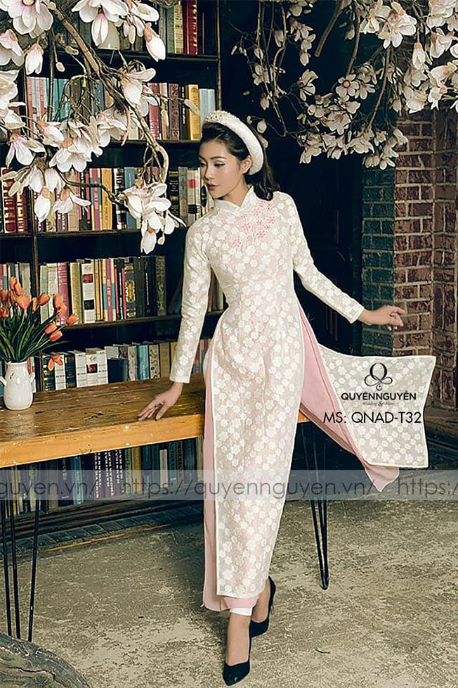 Áo dài cưới trắng đơn giản gấm Mate.vn