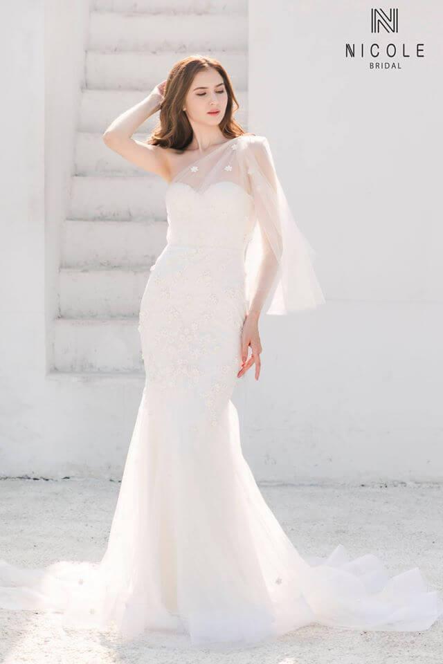 Cô dâu ngực nhỏ cần chọn váy cưới có hoạ tiết phần thân trên Mate.vn