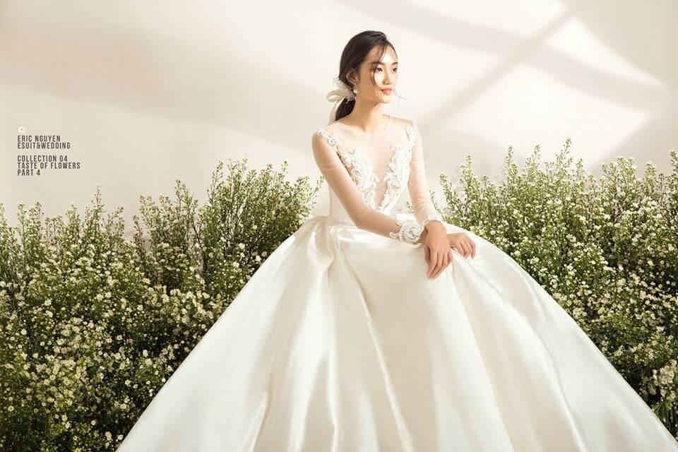 Kiểu tóc và cách trang điểm đóng vai trò rất lớn cho hiệu quả váy chiếc cưới Mate.vn