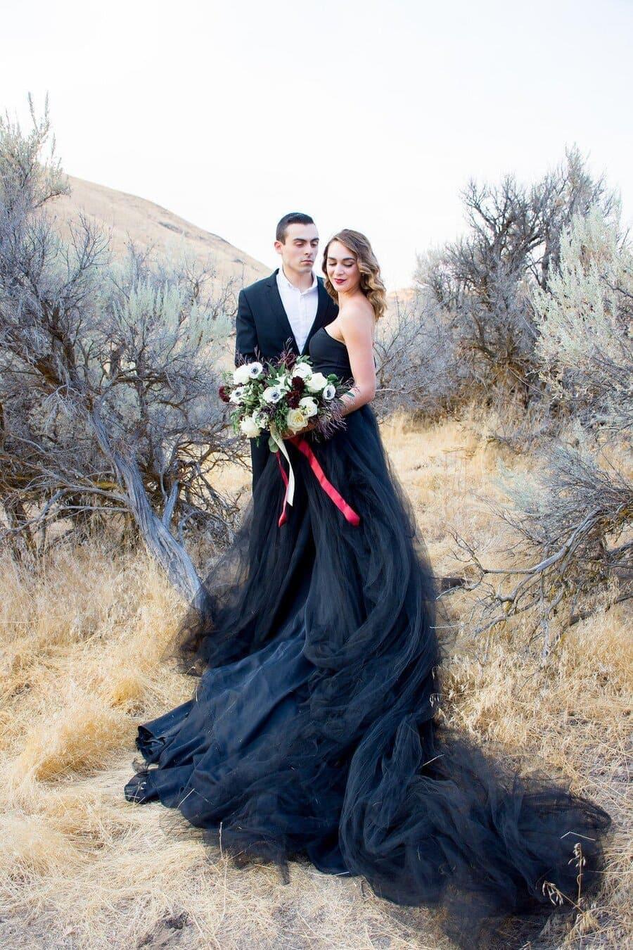 váy cưới màu đen