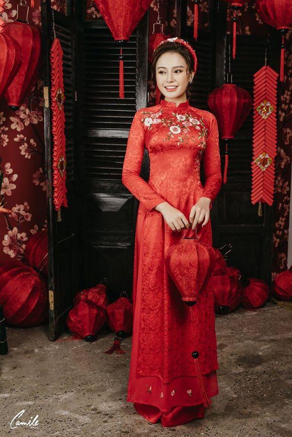 Mẫu áo dài cưới lụa đỏ thêu hoa Mate.vn