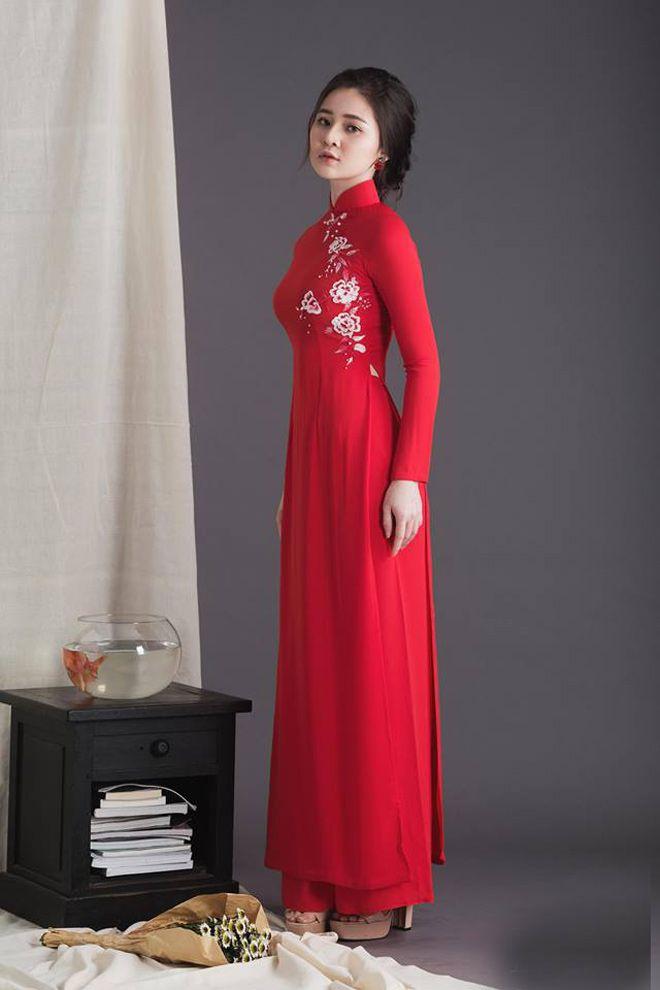 Áo dài cưới màu đỏ đơn giản Mate.vn