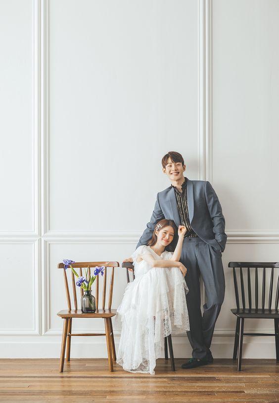 Phong cách chụp hình Hàn Quốc với phông nền trơn màu Mate.vn