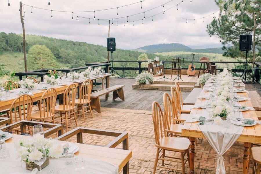 kế hoạch dự phòng cho tiệc cưới ngoài trời